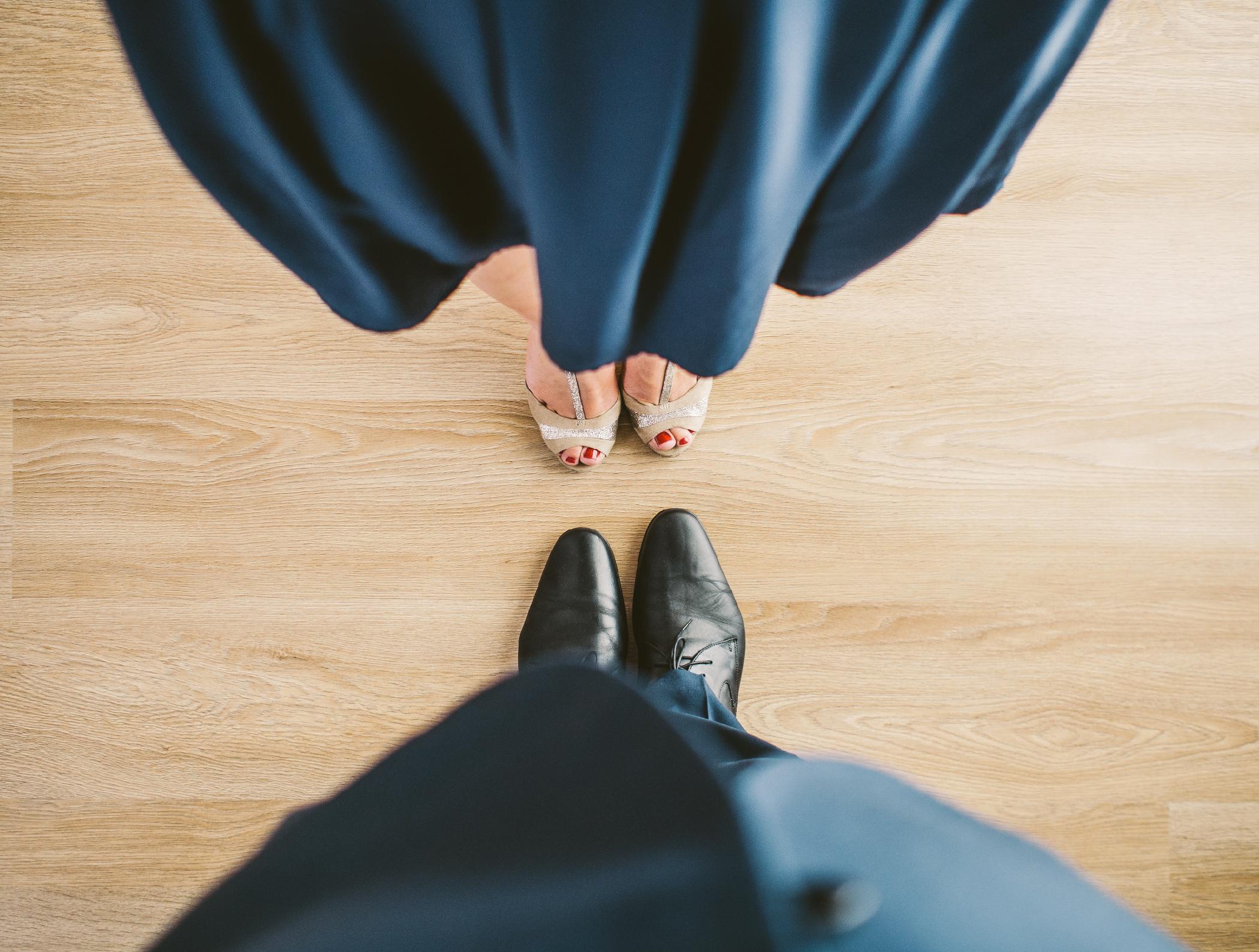 suit-couple-blue-shoes-01
