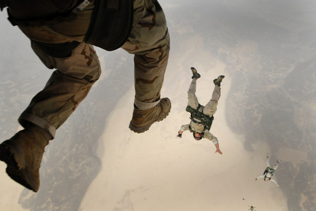skydiving-jump-falling-parachuting-38523